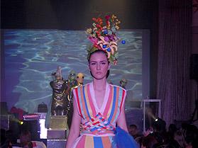 Desfile com performance das cores para o verão 2012